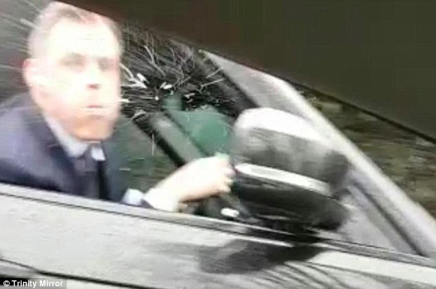 4A19956600000578-5488435-Sky_Sports_pundit_Jamie_Carragher_has_been_filmed_spitting_at_a_-a-20_1520864631082.jpg