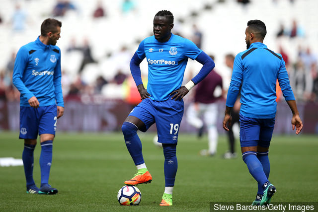 oumar_niasse_of_everton_warms_up_prior_to_the_premier_league_mat_788328.jpg